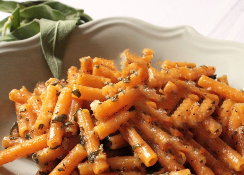 Pasta di lenticchie rosse con pesto di salvia e noci la for Ricette on line